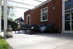 terras-onder-overkapping-tuinmeubels-antraciet-aangepast