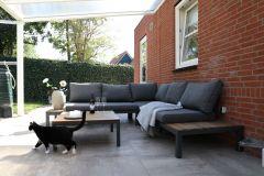 terras-onder-overkapping-tuinmeubels-poes-aangepast